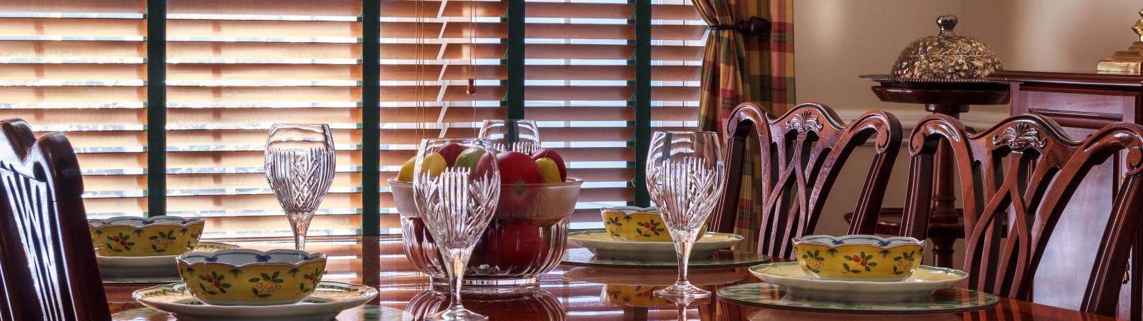 Šeimos vakarienės stalas